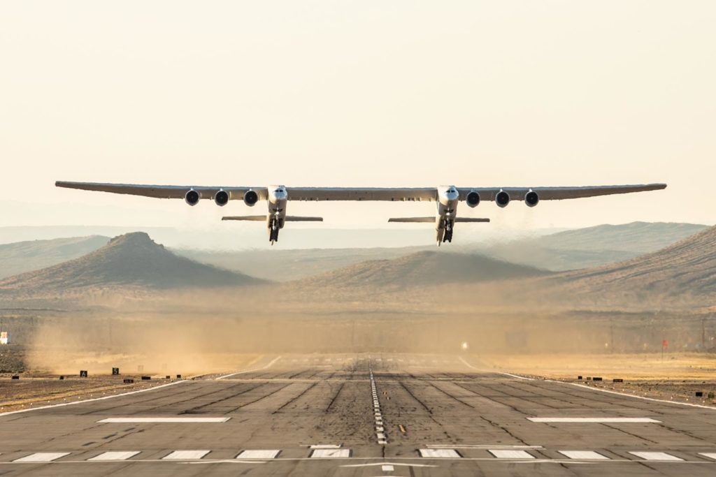 Stratolaunch-first-flight-landing