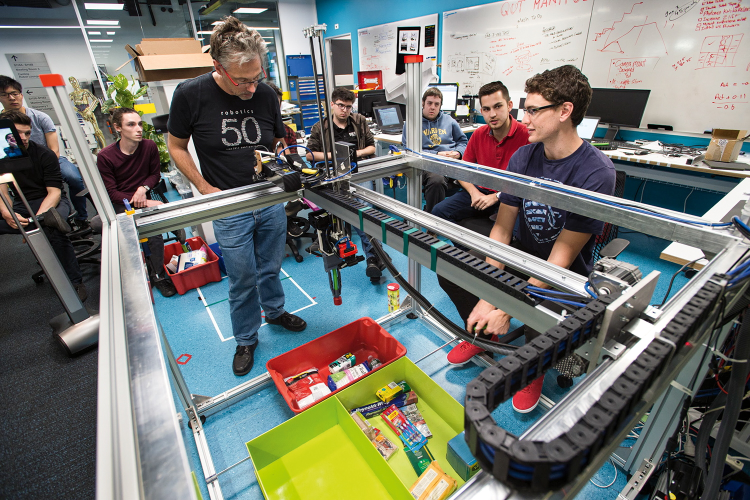 Guiding students in the Amazon Picking Challenge. (Image: Australian Centre for Robotic Vision/QUT)