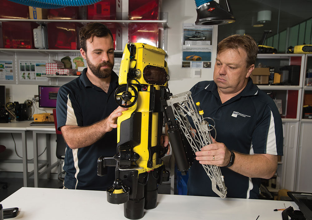 Dunbabin (right) works on RangerBot.